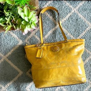 🌼Authentic Coach yellow purse 🌼